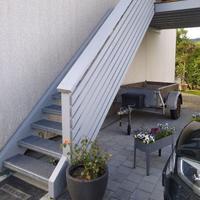 Treppe mit Metallstufen